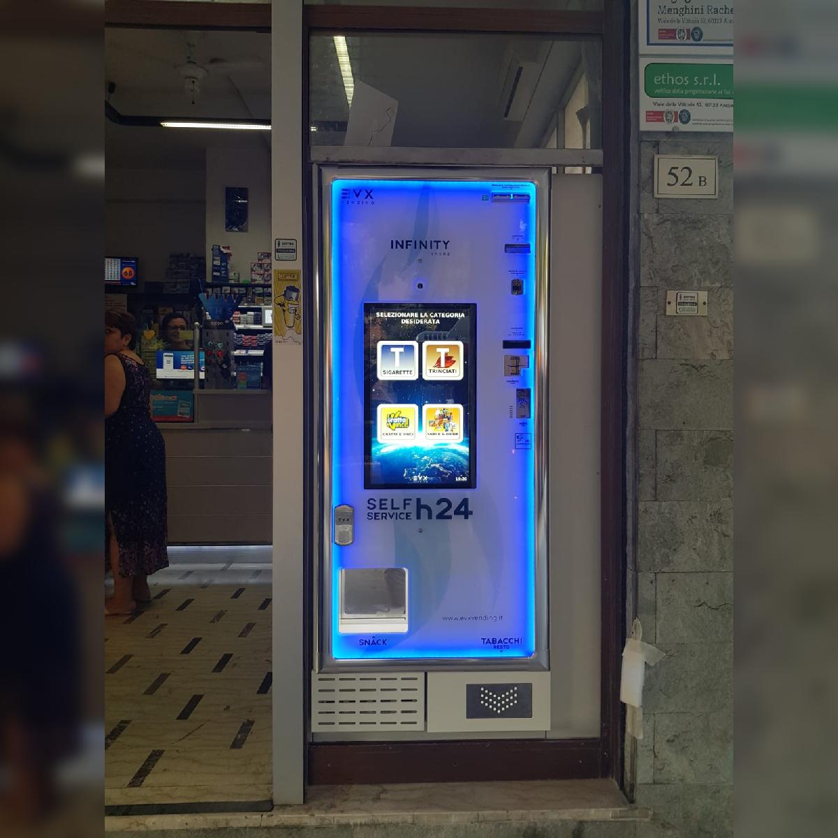 Distributore automatico di sigarette EVX Infinity Store (1)
