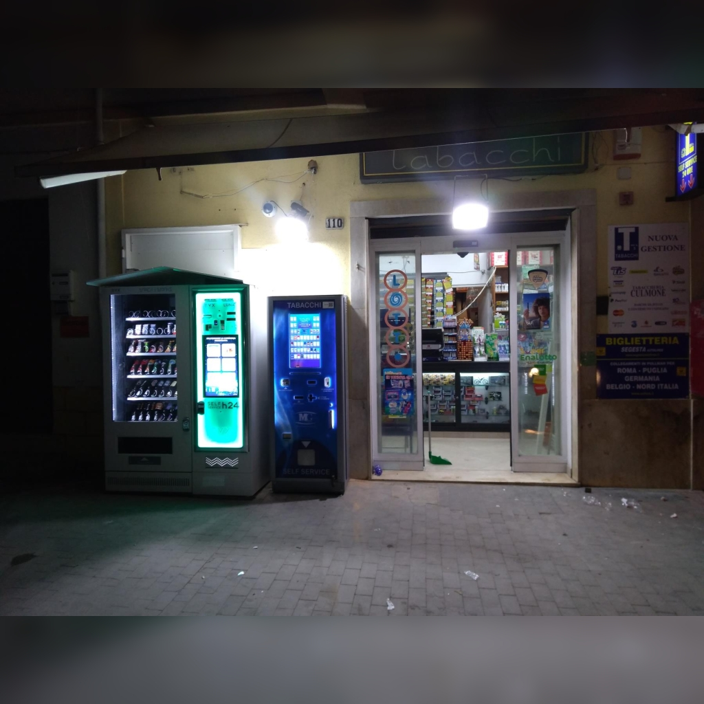 Distributore automatico di sigarette EVX Luna +Plus e Snack & Drinks Slave