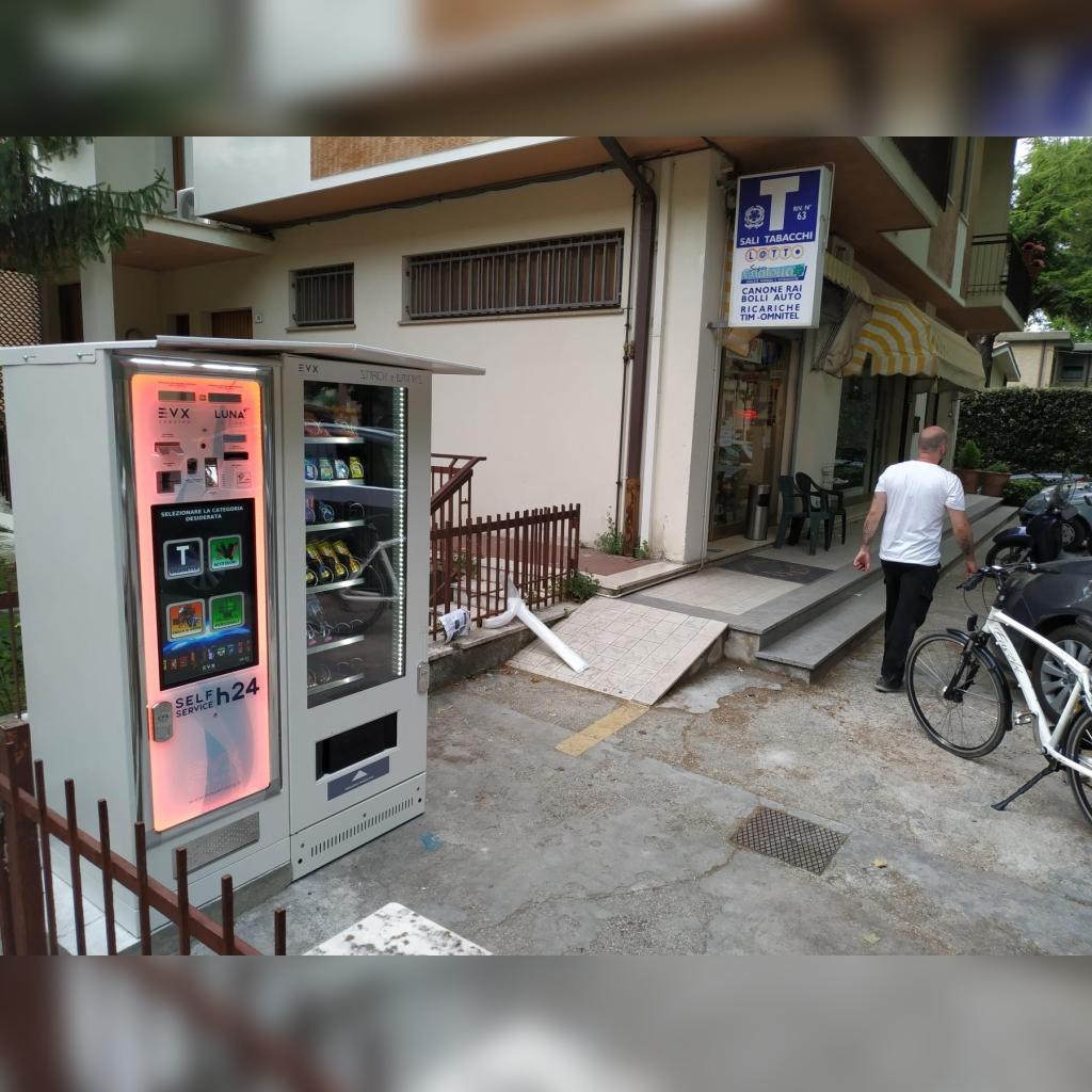 Distributore automatico di sigarette EVX Luna +Plus e Snack & Drinks ss6