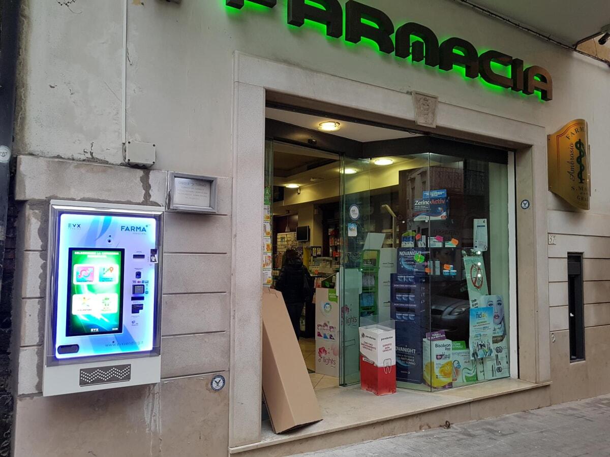 distributore-automatico-farmacie-evx-venus-farma_+plus (2)