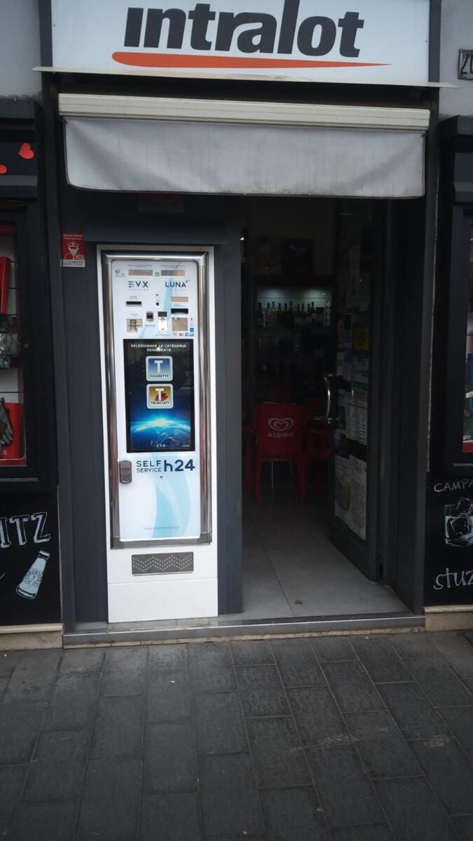 distributore-automatico-sigarette-evx_luna_+plus (1)