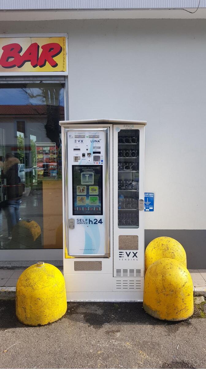 Distributore di sigarette EVX Luna +Plus con Friigo